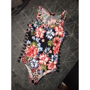 Tops - One piece flower top